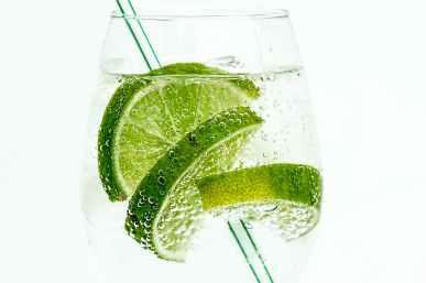 lime-club-soda-drink-cocktail.jpg